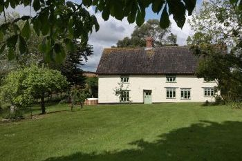 Cherry Tree Farmhouse with hot tub and pool, Somerset, England