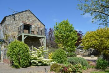 Accommodation with a large bed sleeps 2 in Mid Cornwall, South West, West Country
