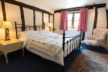 Cottage with king-size bed for 2 in East Anglia