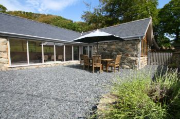Cottage with leisure pool sleeps 2 in North Wales
