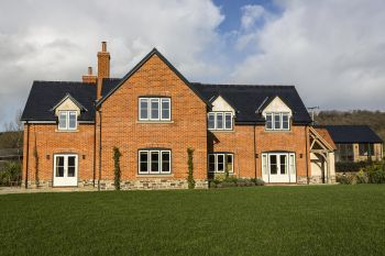 5* High Spec House with free WiFi,private driveway, games room, amazing garden and Sonos System, Herefordshire, England