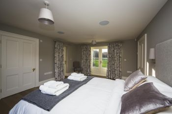5* High Spec House with free WiFi,private driveway, games room, amazing garden and Sonos System - Herefordshire