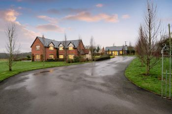 Sleeps 10+1, 5* High Spec, Luxury, House with free WiFi,private driveway, games room, amazing garden and Sonos System - Herefordshire