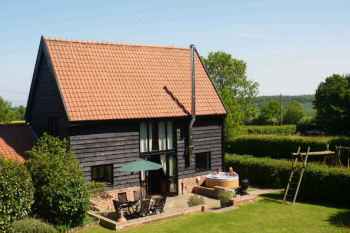 Corner Farm Barn with Private Hot Tub, Suffolk, England