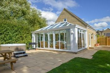 Sleeps 11 Hot Tub Cottage   in The Cotswolds