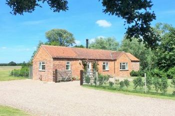 Accommodation with a large bed sleeps 2 in East Midlands, Lincolnshire Fens