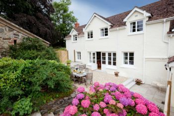 Cottage with a spacious bed for couples in South West, West Country