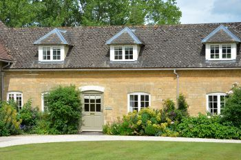 Accommodation with a large bed sleeps 2 in Cotswolds