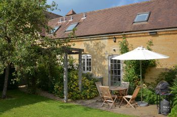 Cottage with a spacious bed for couples in Cotswolds