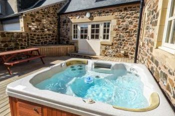 Accommodation with a large bed sleeps 2 in Northern England, Northumberland Coastline