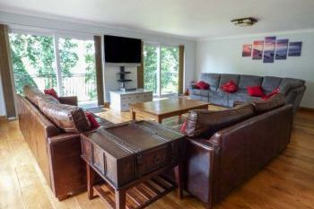 Holiday rental with Hot Tub Access   in Brecon Beacons National Park, South Wales