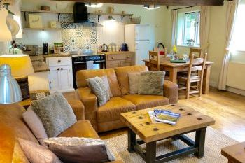 Self-catering accommodation with a barbecue sleeps 2 in Cotswolds, Shakespeare Country