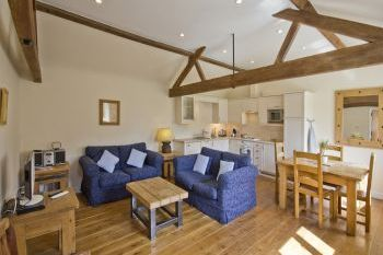 Cottage with a spacious bed for couples in Cotswolds, Shakespeare Country