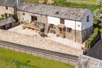 Bartridge Farm Cottage with Pool and Hot Tub, Devon, England