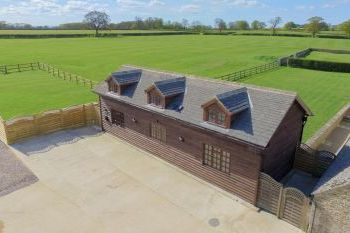 The Cotswold Manor Byre with Hot Tub & Games Barn - Oxfordshire