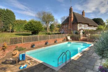 Manor Farmhouse Family Accommodation, Kent, England