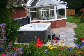 Meadow Lodge with Hot Tub, Powys, Wales