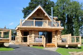 Holiday rental with Hot Tub Access   in Yorkshire Dales, North England