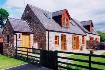 Cottage with Hot Tub Access   in Central Scotland