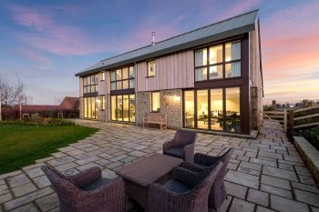 Sleeps 10 property with WOW Factor! Luxurious, Modern, High Quality, Amazing House - Herefordshire