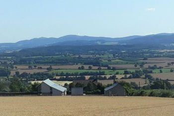Accommodation with a large bed sleeps 2 in Heart of England, Malvern Hills