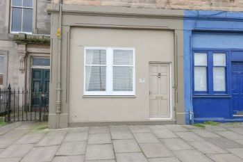 Accommodation with a large bed sleeps 2 in Edinburgh, Central Scotland