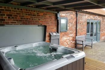 Sleeps 5 Hot Tub Cottage   in Midlands, Lincolnshire Fens