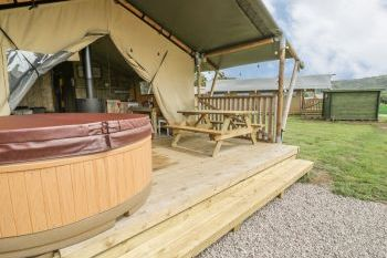 Sleeps 6 Hot Tub Cottage   in North Wales