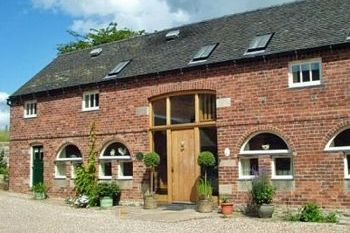 Sleeps 16 Holiday Rental with Hot Tub   in Derbyshire Dales