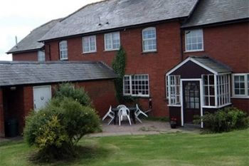 Cottage with a spacious bed for couples in Malvern and Herefordshire Hills, Heart of England