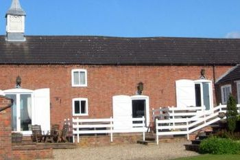 Cottage with a spacious bed for couples in Lincolnshire Wolds, East Midlands