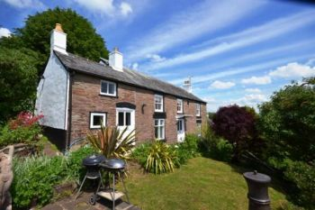 Sleeps 9 Holiday Rental with Hot Tub   in Forest of Dean, Cotswolds