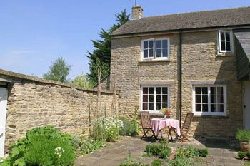 Cottage in chipping norton oxfordshire cotswold cottage for Kitchens chipping norton