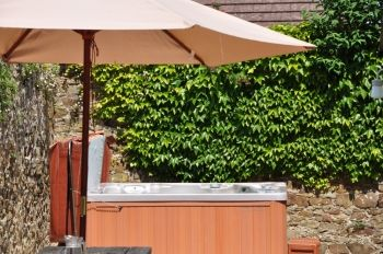 Court Farm Holidays - Cottages with hot-tubs, Cornwall, England