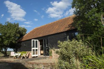 Dog friendly sleeps 2 in Mersea Island, East Anglia