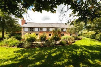 5* Beautiful,Clean,Cottage with Free Parking, WiFi, games room and lovely garden - Herefordshire