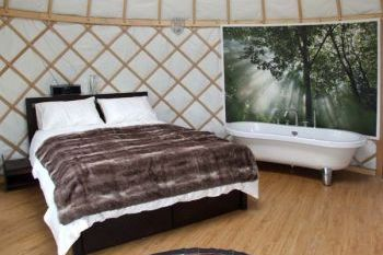Glamping at Lakeview Yurt, Worcestershire, England