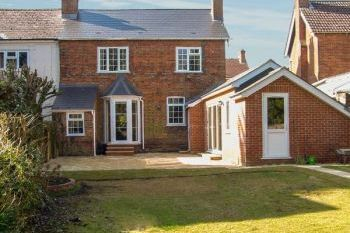Family-Friendly Andover Holiday Cottage with Enclosed Garden, Hampshire, England