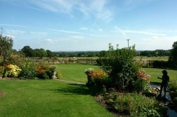 Self-catering accommodation with a barbecue sleeps 2 in Northumbria, north east England