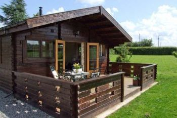 Self-catering accommodation with a barbecue sleeps 2 in Heart of England