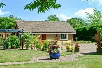 Cottage with pool for couples in Heart of England