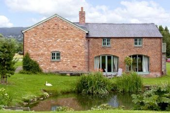 Cottage with pool for couples in Snowdonia, North Wales and Cheshire