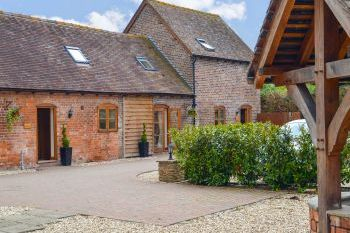 Hope Valley Holiday Barn with Hot Tub, Shropshire, England