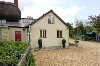 Cottage with pool for couples in South of England