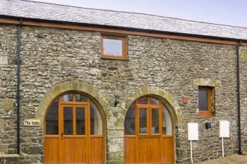 Cottage with a spacious bed for couples in Pembrokeshire and South Wales