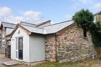 Pet-Friendly Hendre Country Cottage, Conwy, Wales