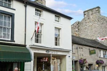Historical 2 Bedroom Kirkby Lonsdale Apartment, Cumbria, England