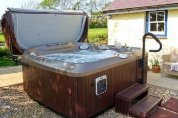 Sleeps 8 Hot Tub Cottage   in Pembrokeshire and South Wales