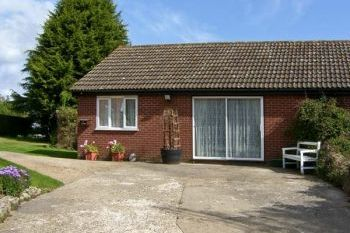 Cottage with leisure pool sleeps 2 in East Anglia