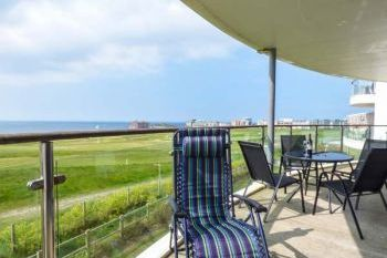 Sleeps 4 Sea Views Apartment, Cornwall, England